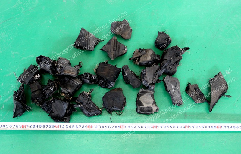 tire chips from tyre shredding machine